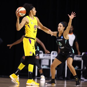 Ogwumike eases Sparks for a win over Liberty