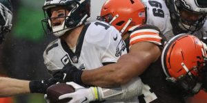 CLEVELAND, OHIO - NOVEMBER 22: Olivier Vernon #54 of the Cleveland Browns sacks Carson Wentz #11 of the Philadelphia Eagles during the second half at FirstEnergy Stadium on November 22, 2020 in Cleveland, Ohio. (Photo by Gregory Shamus/Getty Images)